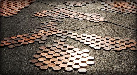 Vid o installation au sol avec des pi ces de monnaies par stefan sagmeister - Sol en piece de monnaie ...